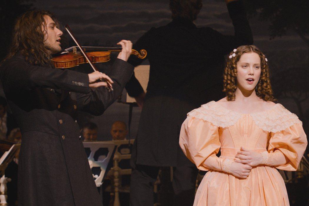 《魔鬼琴聲帕格尼尼》大衛蓋瑞與女星安德麗亞戴克親自音樂共演。捷傑提供