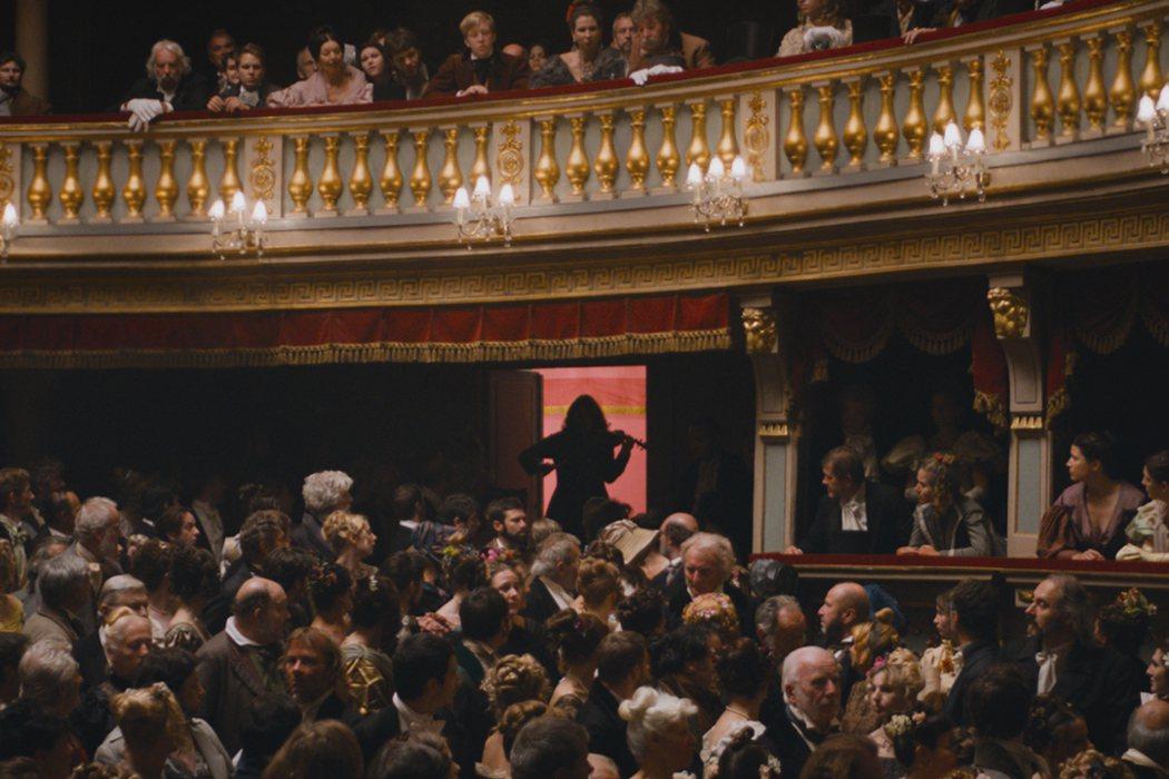 《魔鬼琴聲帕格尼尼》帕格尼尼不按常理出場,樂迷為之瘋狂。捷傑提供