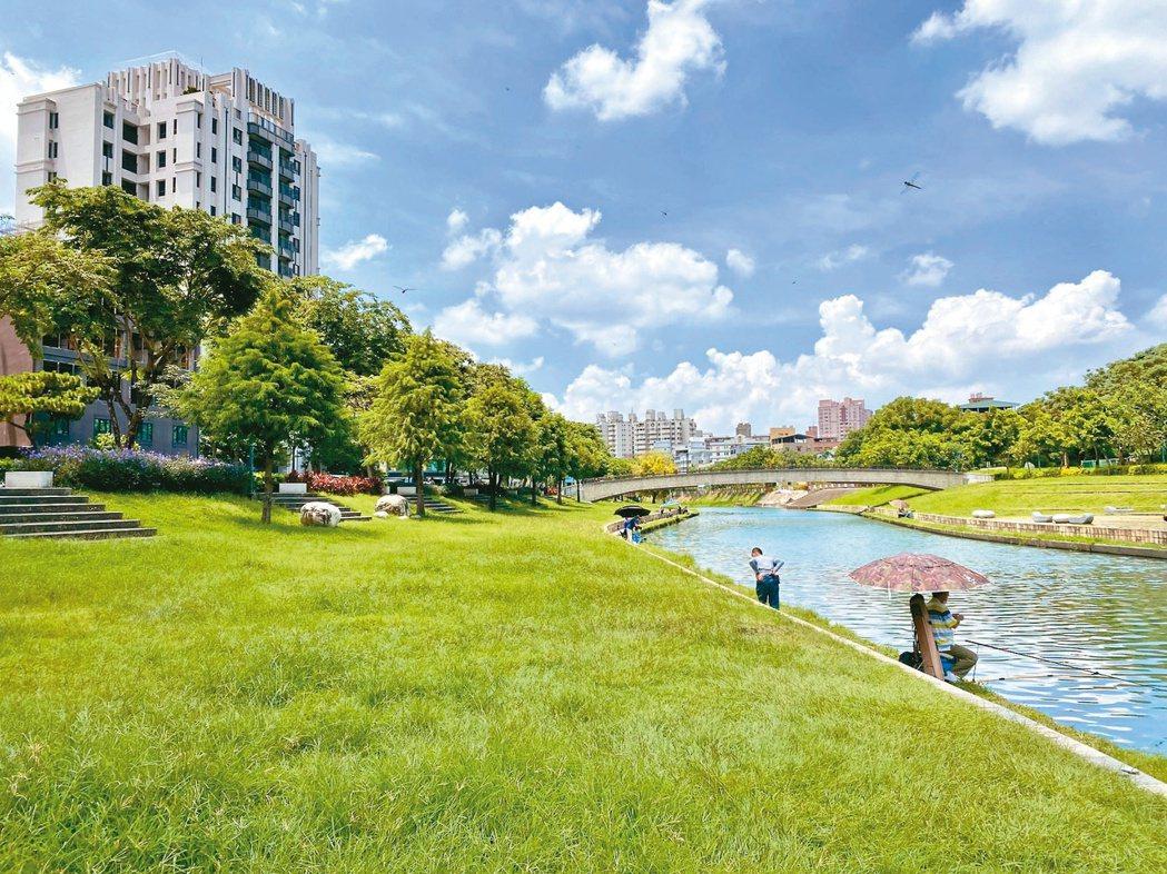 「康橋計畫」為台中市首座提供輕艇活動場地的親水休憩河岸公園,也帶動大里房市熱度。...