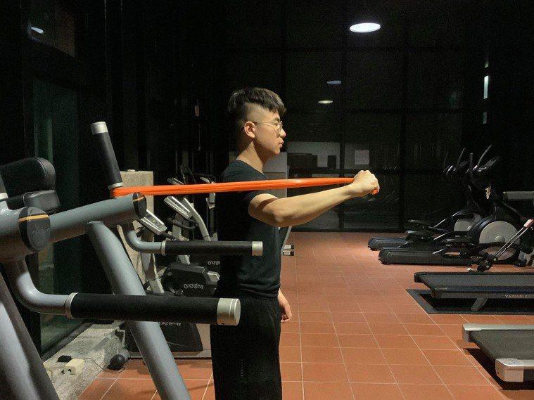 內轉肌群訓練的正確姿勢。
