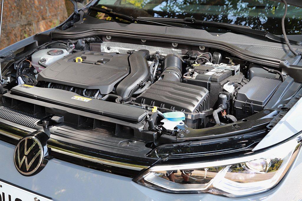 福斯Golf Variant 280 eTSI搭載1.5L TSI渦輪增壓引擎,...
