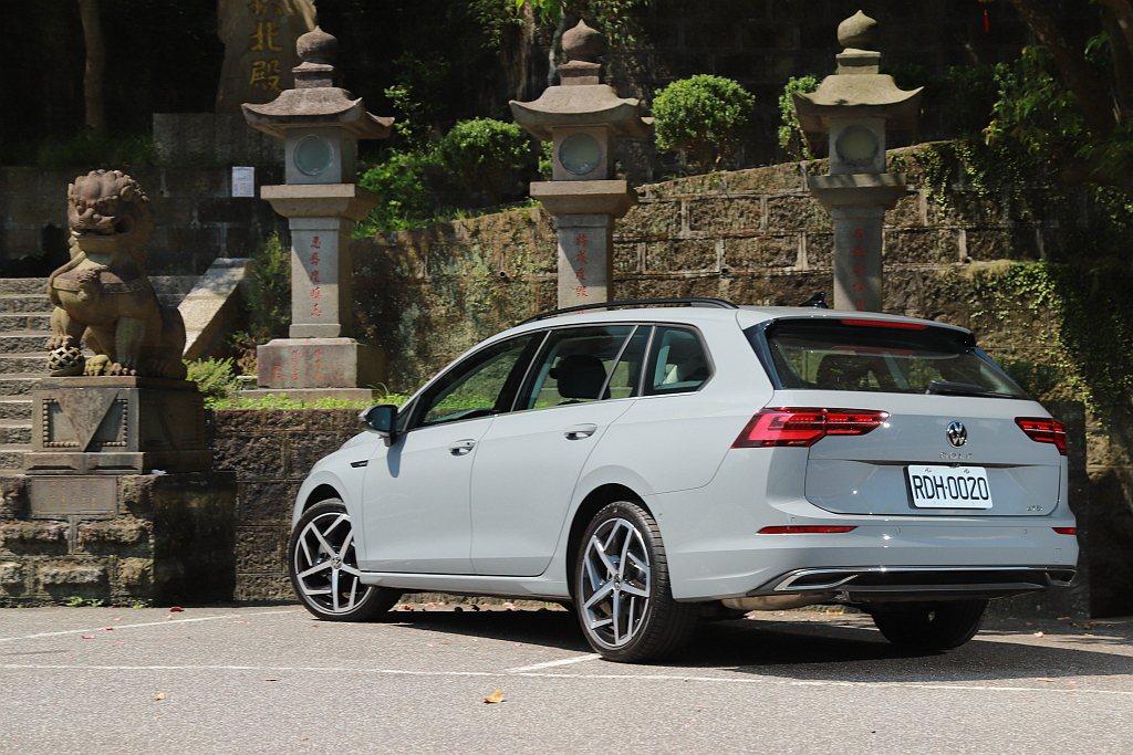 縱使就算現在中型旅行車的選項越來越多,但福斯Golf Variant還是有著各方...