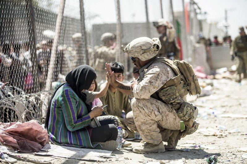 奉行嚴格伊斯蘭教律法的塔利班本月中旬推翻西方國家支持的阿富汗政府、迅速掌握大權。 美聯社