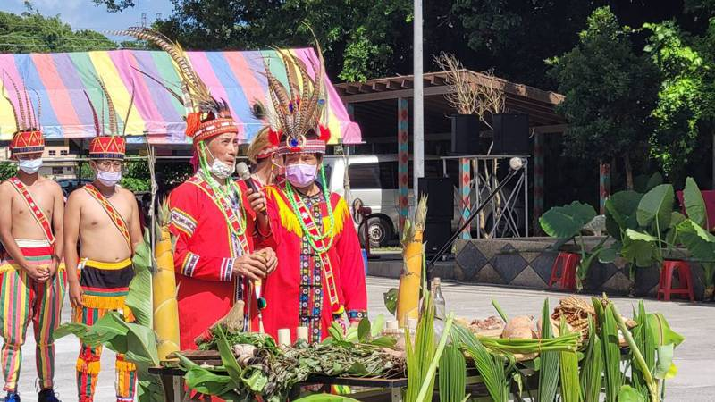 原住民豐年祭傳統祭儀,迎賓舞不減熱情林右昌同樂。記者游明煌/攝影