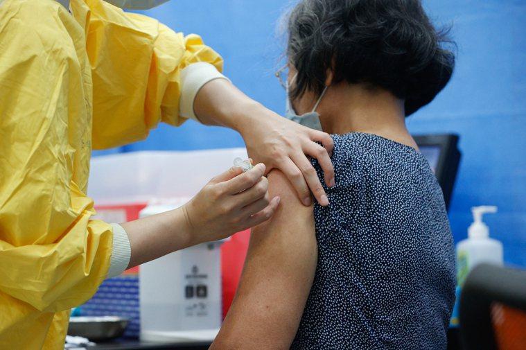 圖為高端疫苗接種情形。圖/聯合報系資料照片
