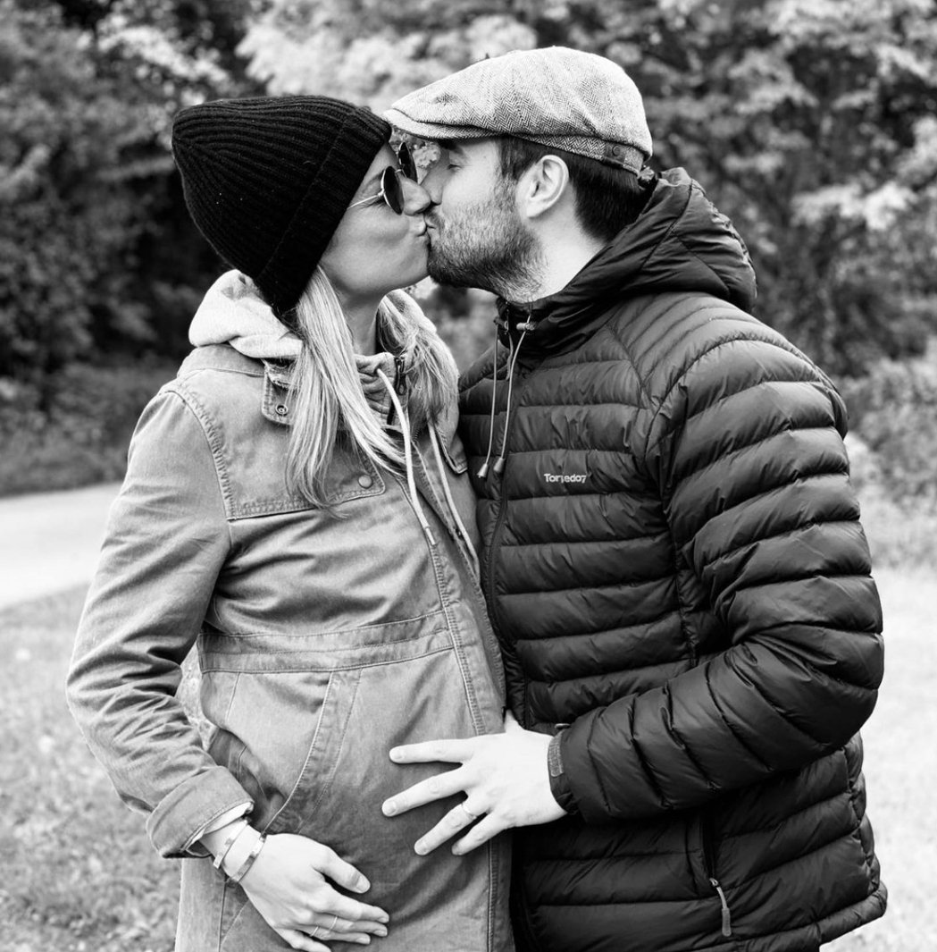 艾蜜莉凡坎普和喬許鮑曼發布孕照宣告女兒已誕生。圖/摘自IG