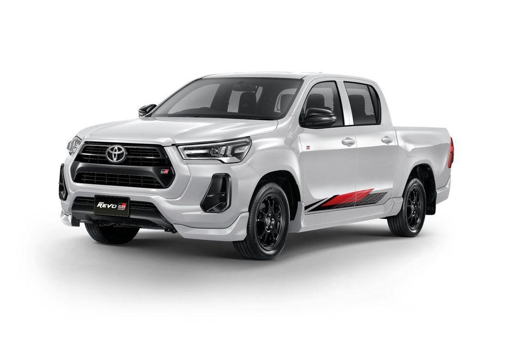 低底盤版本Hilux Revo GR Sport採用後輪驅動搭配17吋胎圈設定,...
