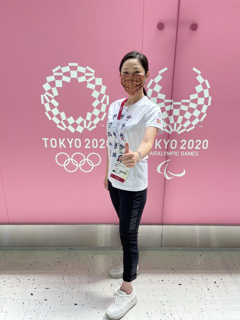 新媒體業者愛爾達今年轉播東京奧運,董事長暨執行長陳怡君(圖)親赴現場坐鎮指揮,並為台灣選手加油打氣。(愛爾達提供)