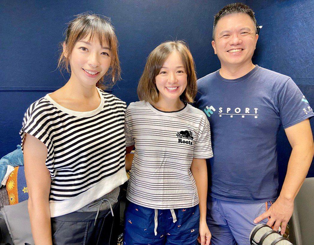 林彥君(中)上段慧琳(左)主持的 Podcast 節目「運動人的Pain Cav