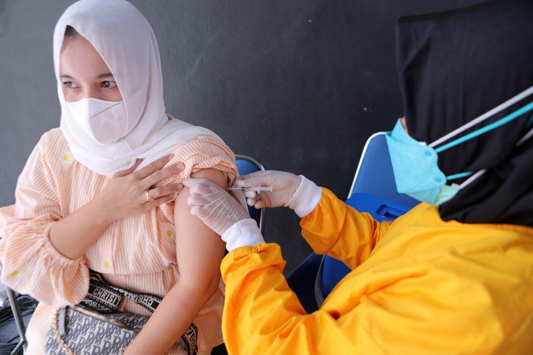 依照維多多政府估計,今年底預計要注射2億劑疫苗,到8月中第一劑接種人數約為五千六百多萬。 圖/歐新社