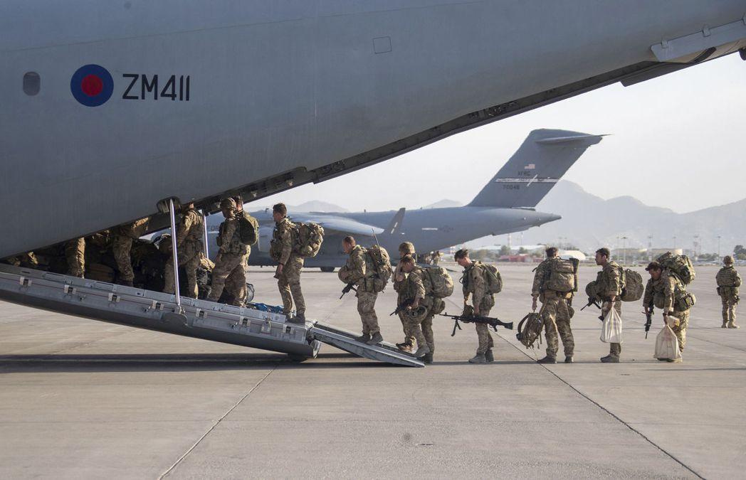 北約各國之所以紛紛「提前撤收」,主要的觸發原因仍是8月26日的喀布爾機場連環恐怖...