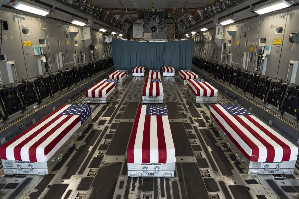 在8月26日的機場自爆攻擊事件中,雖然造成13名美國軍人死亡,但現場的阿富汗平民...