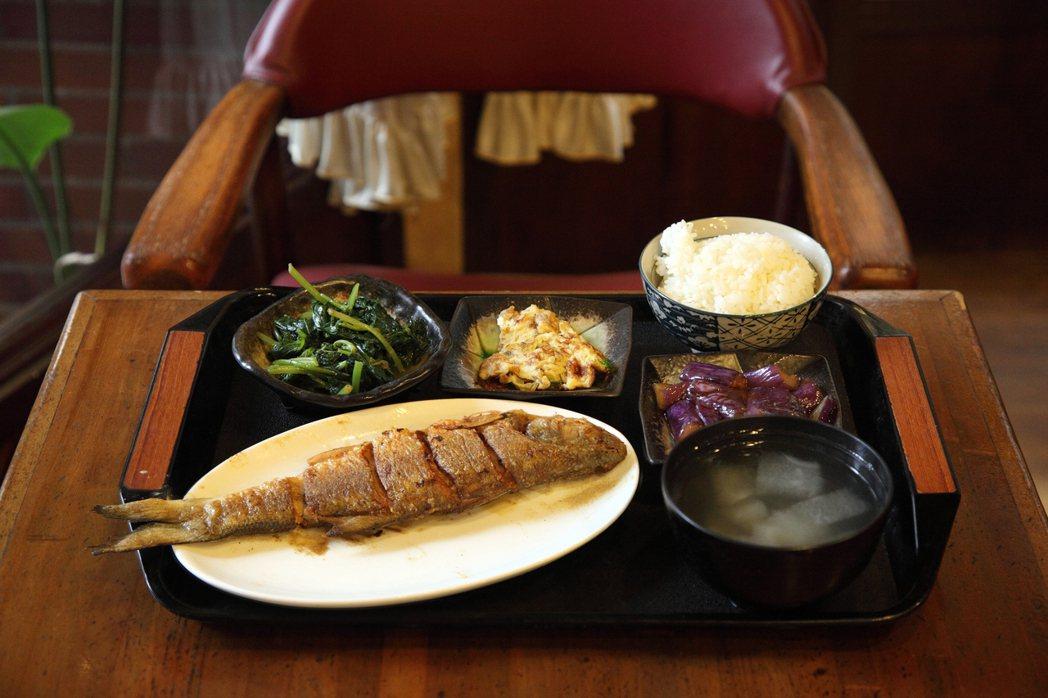 台灣人情咖啡店不只早餐,充滿家庭味的餐食也很有看頭。圖/Hally Chen提供