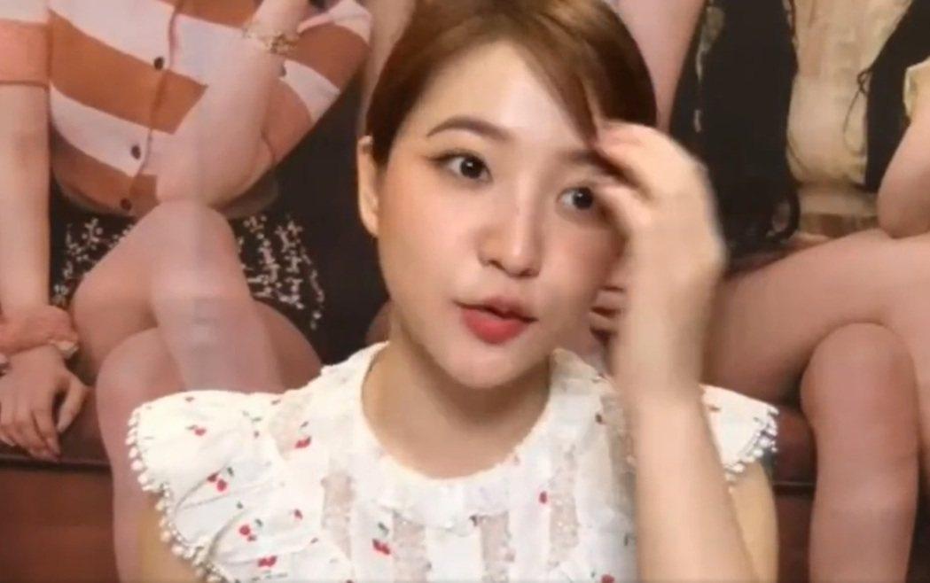 粉絲PO出影片,證明和Red Velvet視訊時聽不到聲音。圖/擷自推特