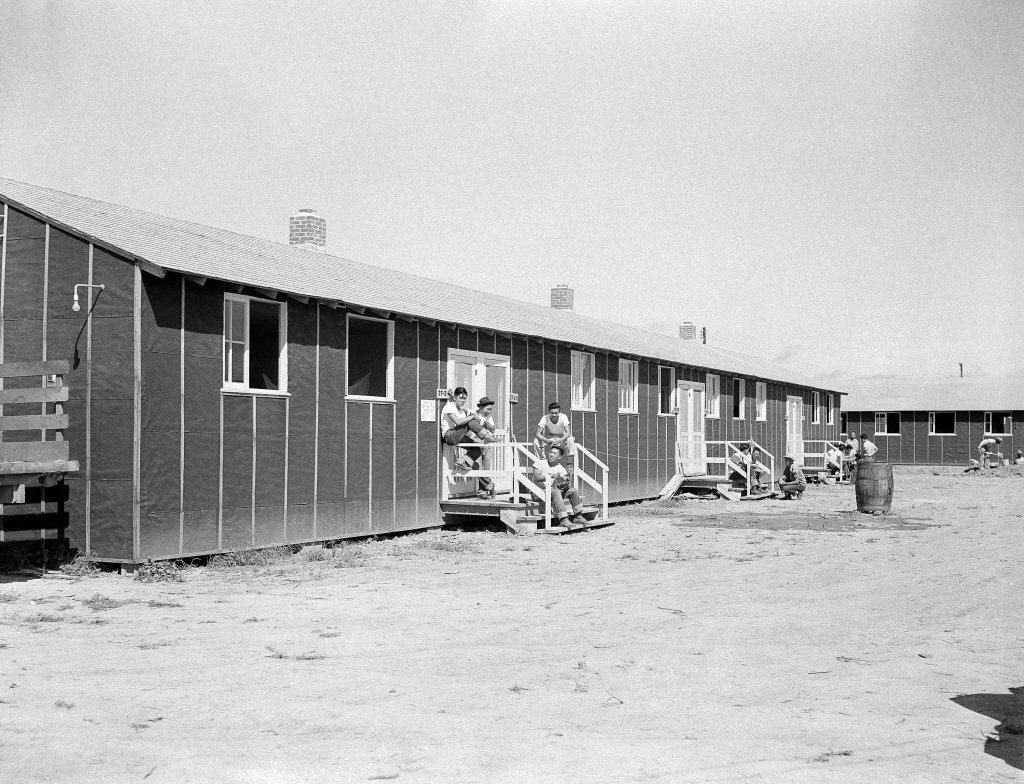 1942年攝於羅威集中營。 圖/美聯社