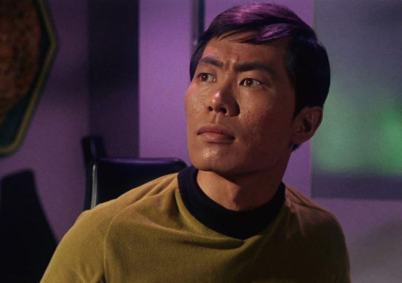 喬治武井在《星際爭霸戰》影集中飾演企業號舵手蘇魯光。 圖/IMDb