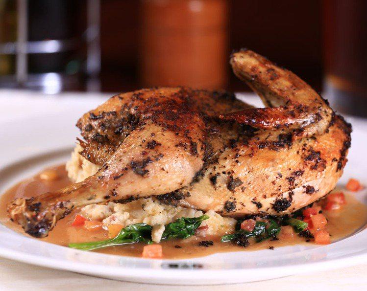 香料烘烤半雞,售價590元。圖/吉比鮮釀餐廳提供。