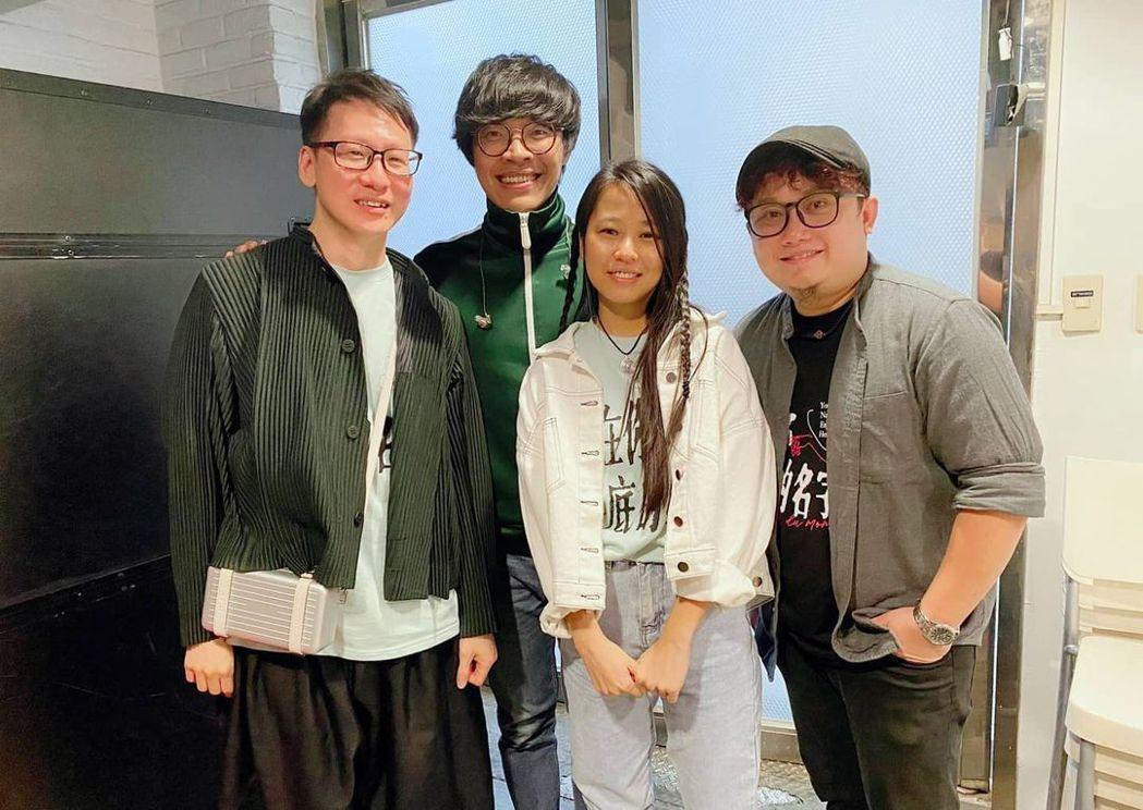 盧廣仲(左二)與「刻在我心底的名字」創作者佳旺(右起)、許媛婷、陳文華開心會面。