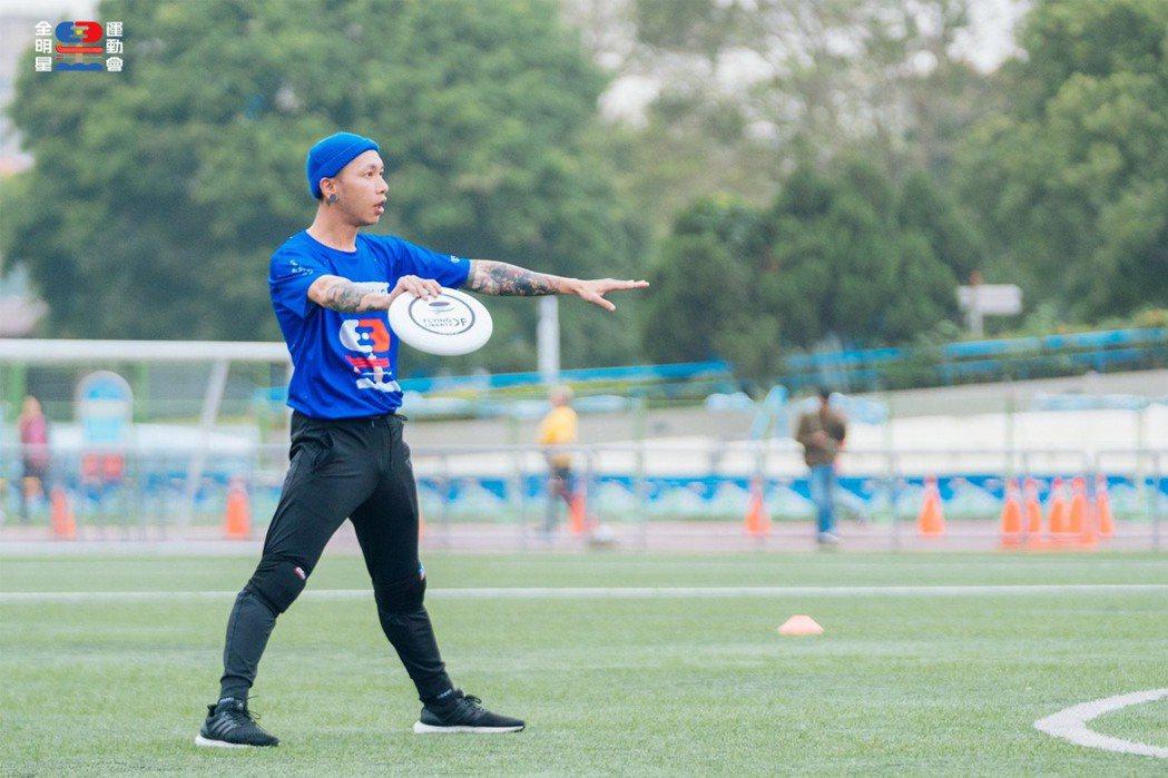 小春在「全明星運動會」中是大家敬愛的隊長。圖/摘自臉書