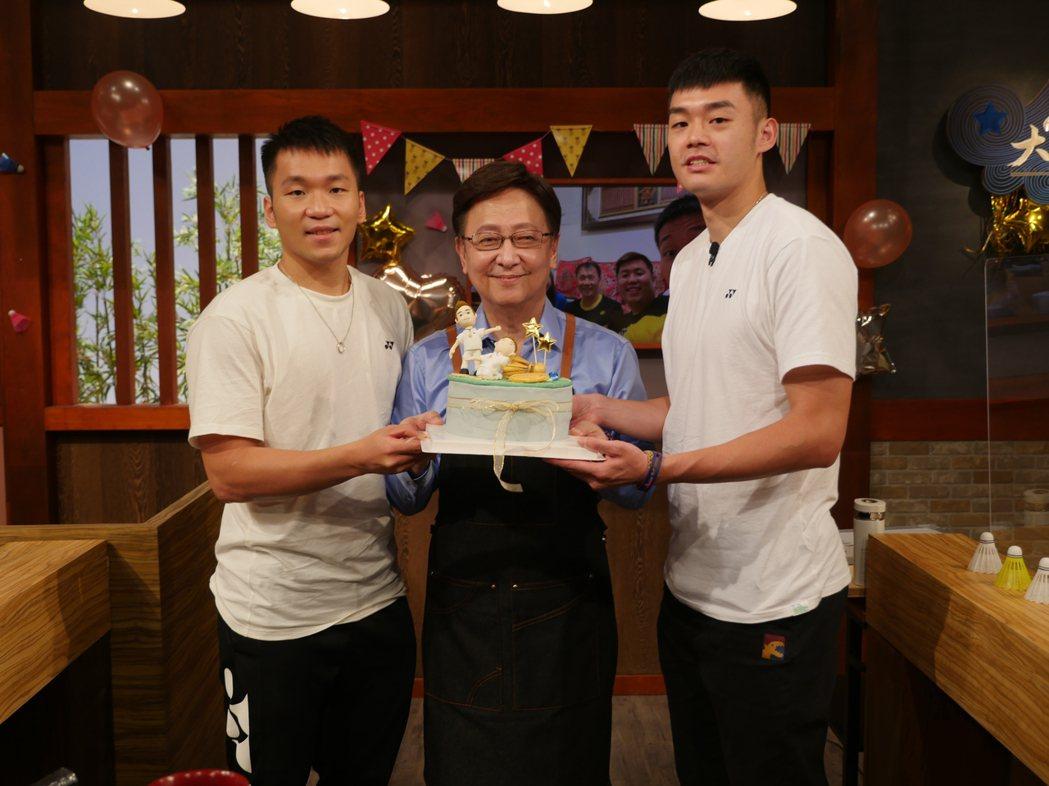 李洋(左)和王齊麟(右)上李四端主持的「大雲時堂」。圖/MOMOTV大雲時堂提供