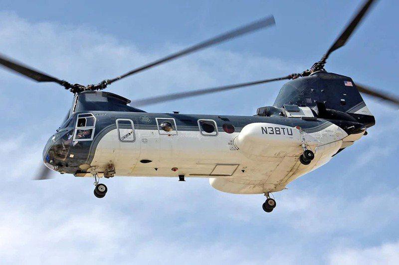 美國國務院所屬的N38TU號CH-46「海騎士」直升機,曾執行西貢撤退,如今又見證美軍在喀布爾倉皇敗退。圖/美國陸軍檔案照