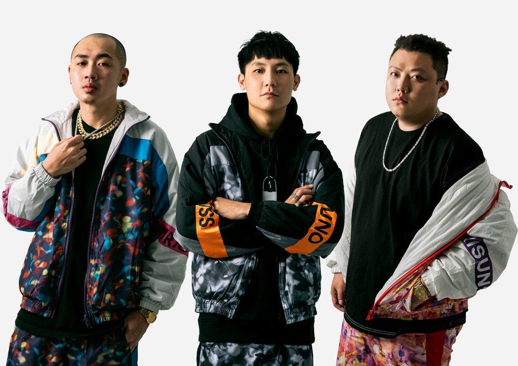 「臭屁嬰仔」成員立勝(左起)、屁辰、歐吉虎。圖/混血兒娛樂提供