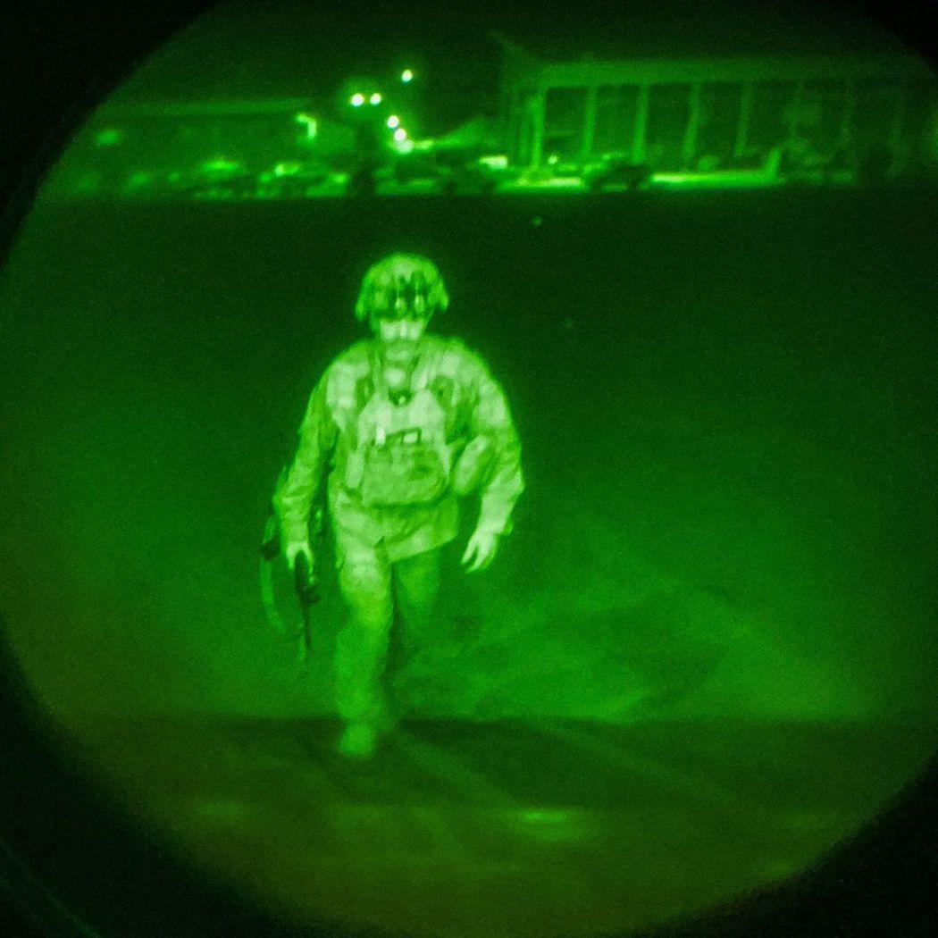 親自壓陣斷後82空降師的師長多納休少將,是最後一個離開阿富汗的美國軍人。 圖/美...