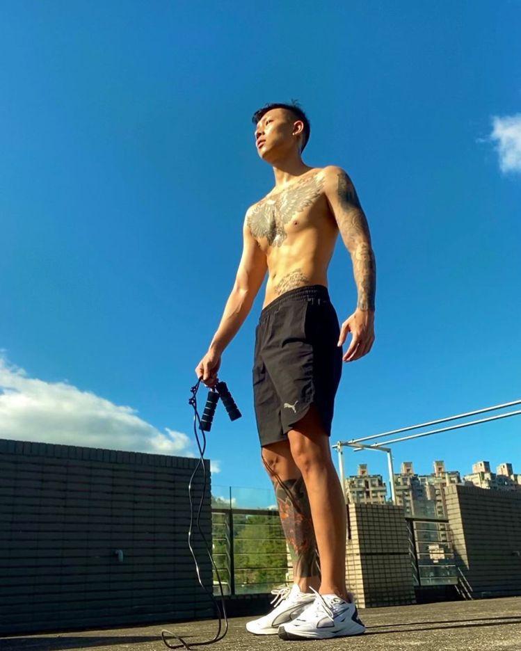 瘦子E.SO貼出快速減重後的照片,引起熱烈討論。圖/摘自instagram