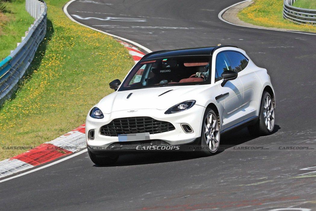 Aston Martin DBX也將在2023年推出Plug-in Hybrid...