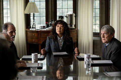 吳珊卓(中)在「叫她系主任」有精彩演出。圖/摘自Netflix