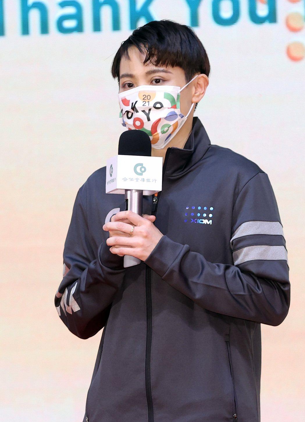 合作金庫表揚在東京奧運表現亮眼的自家選手,桌球選手鄭怡靜代表致詞。記者林澔一/攝