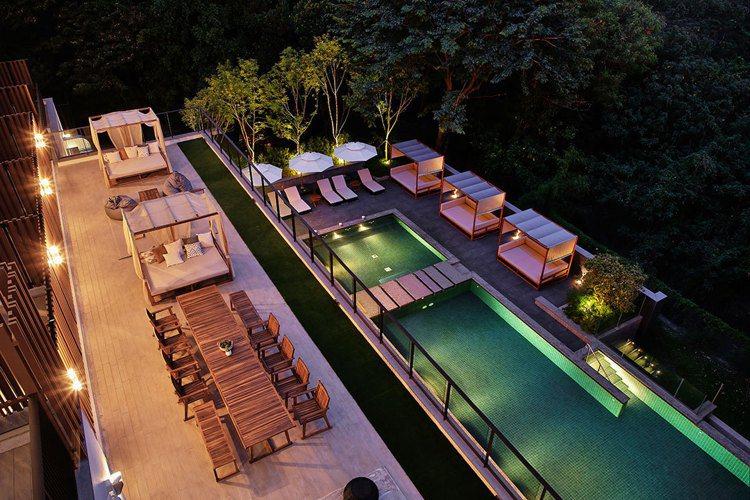 捷絲旅台南十鼓館是全台第一間擁有戶外泳池的捷絲旅。圖/捷絲旅台南十鼓館提供