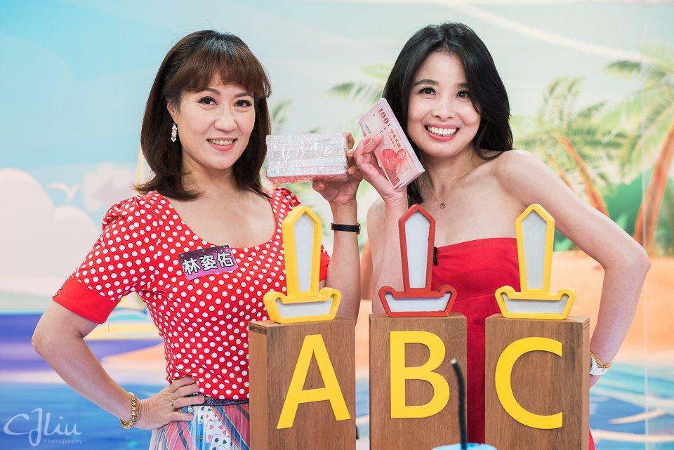 林姿佑(左)、呂文婉跟21萬擦身而過。圖/衛視提供
