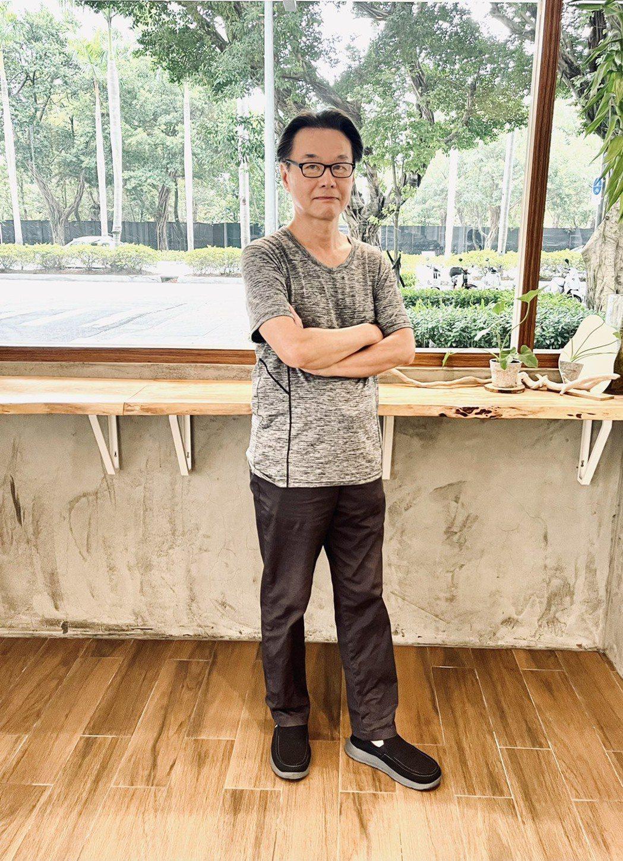 黃明川導演最新紀錄片「波濤最深處」終於重新定檔於9月10日上映。圖/佳映娛樂提供