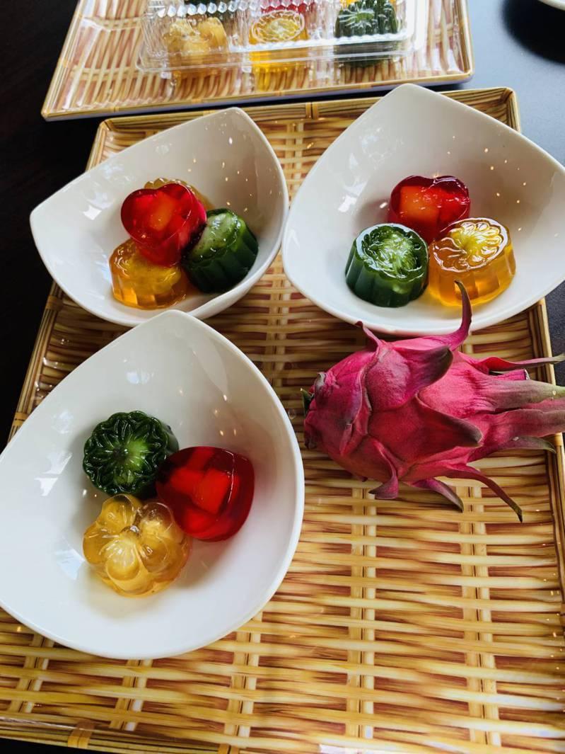越南果凍月餅,五顏六色相當漂亮,熱量也較低。圖/武氏芳恆提供