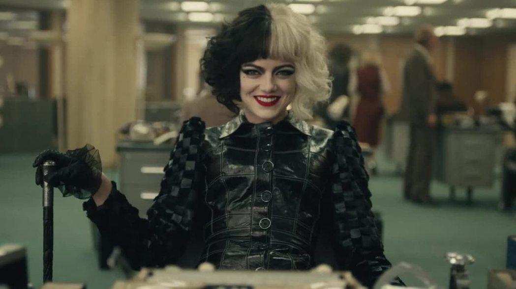 艾瑪史東主演的「時尚惡女:庫伊拉」反應不錯。圖/摘自imdb