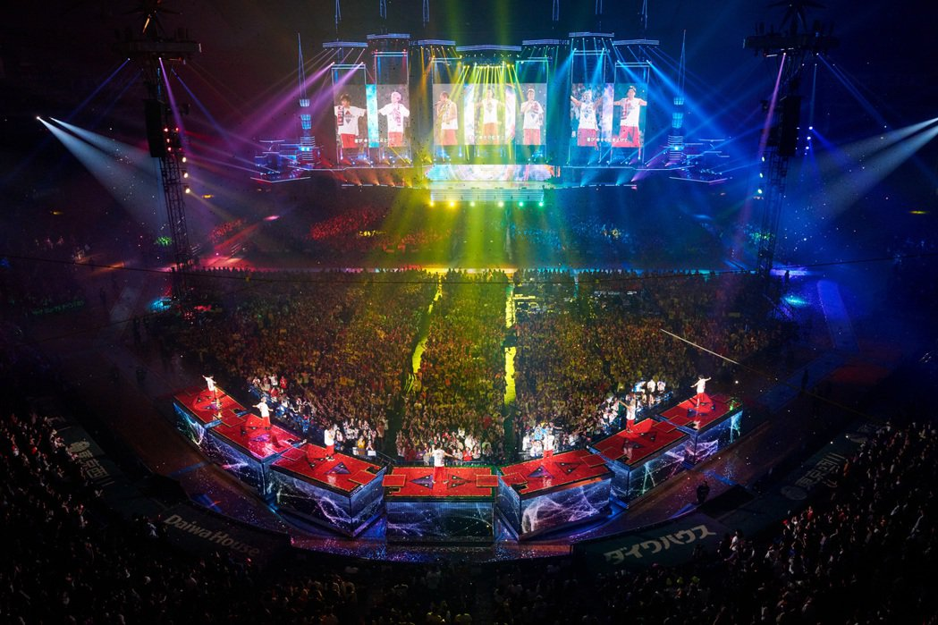 「三代目J Soul Brothers」10周年巡演除了經典歌舞更多了溫暖慶祝。...