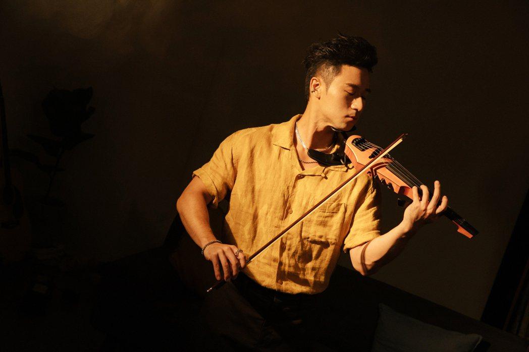 Sam Lin來自充滿陽光的美國加州。圖/華納音樂提供