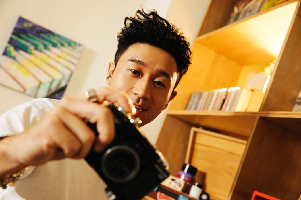 新人Sam Lin推出全新單曲「Never Too Late」。圖/華納音樂提供