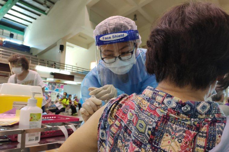 部分免疫疾病藥物可能會影響新冠肺炎疫苗接種保護力。圖/台中慈濟醫院提供
