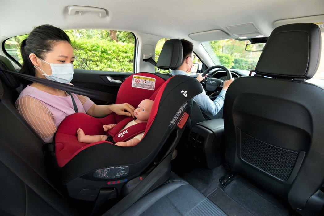 安全座椅新制上路滿一年,2歲以下嬰幼兒必須「反向乘坐」安全座椅,違者將開罰1,5...
