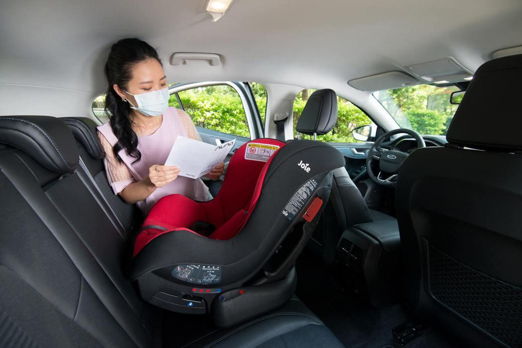 請依循各廠牌說明書「安」裝安全座椅。 圖/福特六和提供