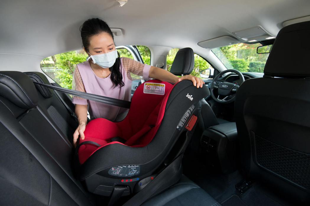 無論安裝完成後必須確認安全座椅穩「固」不搖晃。 圖/福特六和提供