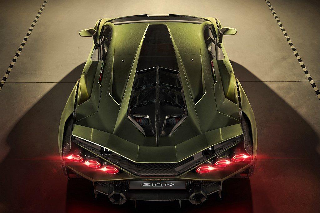 Lamborghini Sián採用鈦合金進氣閥的V12引擎,在8,500rpm...