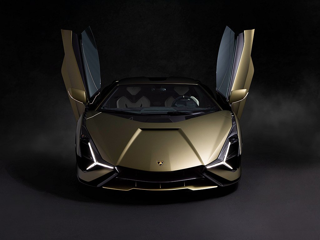 首部抵臺的Lamborghini Sián外觀車色為Verde Gea Matt...