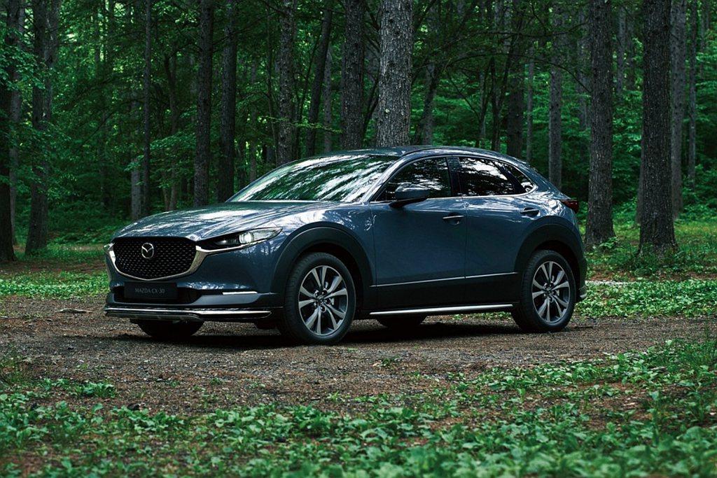 Mazda CX-30型動尊榮版以同級僅見86.9萬起的價格標配電動尾門,加上C...