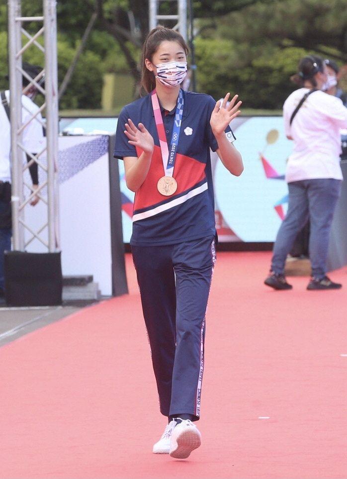 東京奧運跆拳道銅牌選手羅嘉翎走上象徵榮耀的星光大道。 記者胡經周/攝影
