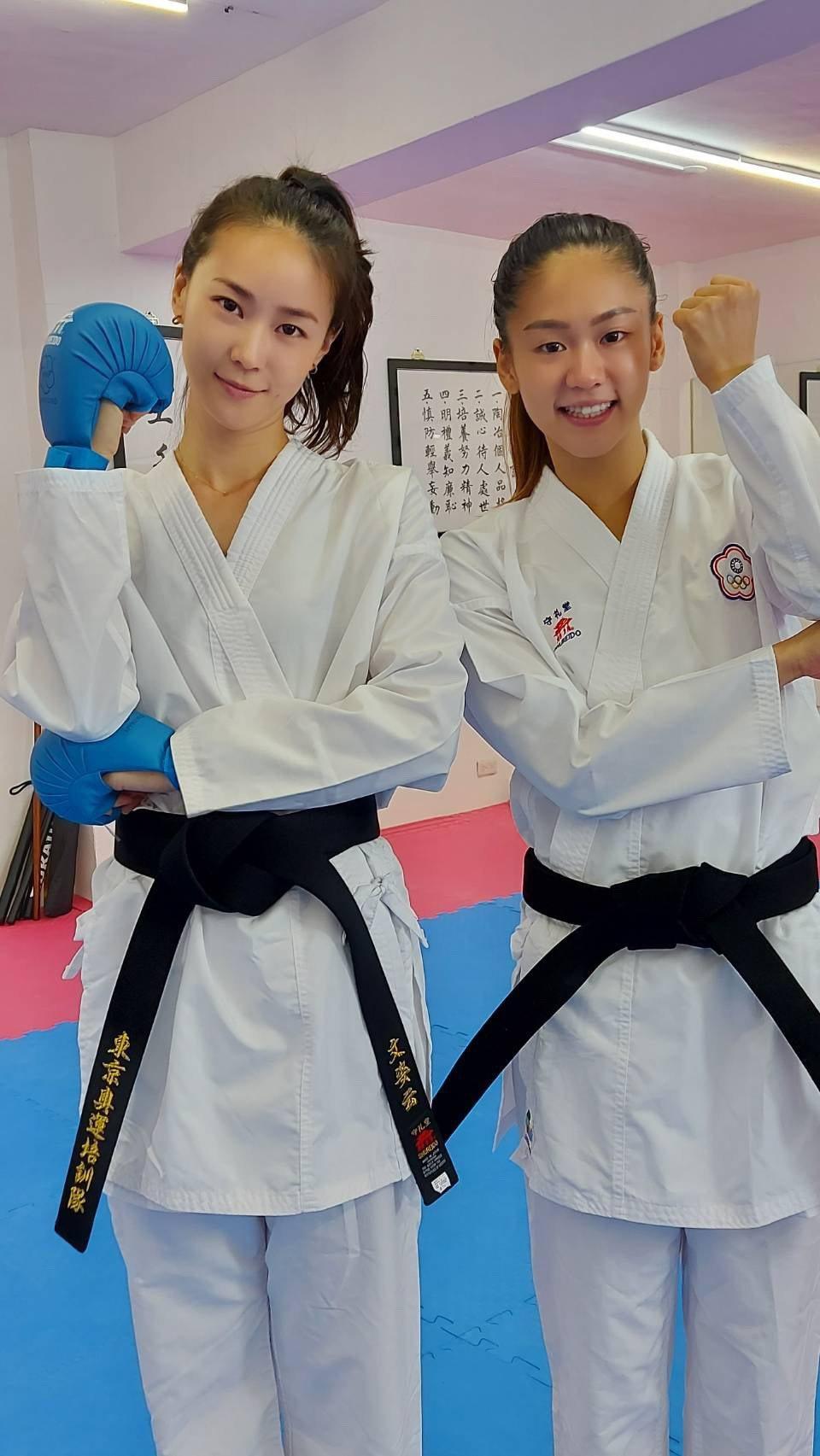 鍾瑶(左)跟文姿云PK空手道。圖/廖麗雯提供