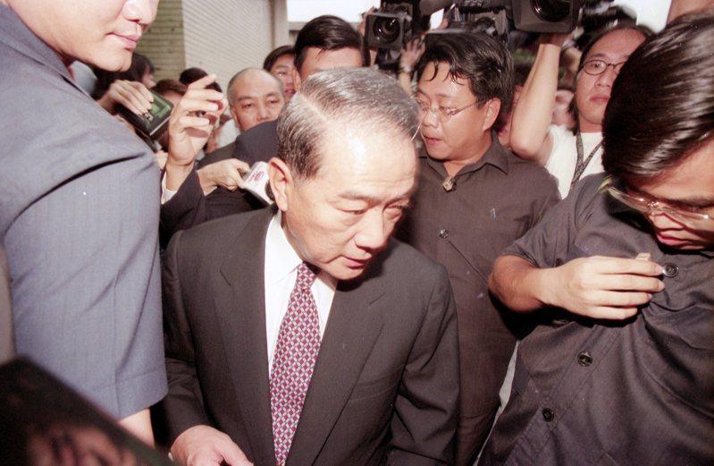國民黨舉行政策指導委員會議,對精省案就法律、政治與現實三層面予以「定調」。圖為台灣省長宋楚瑜(中)。圖/聯合報系資料照片