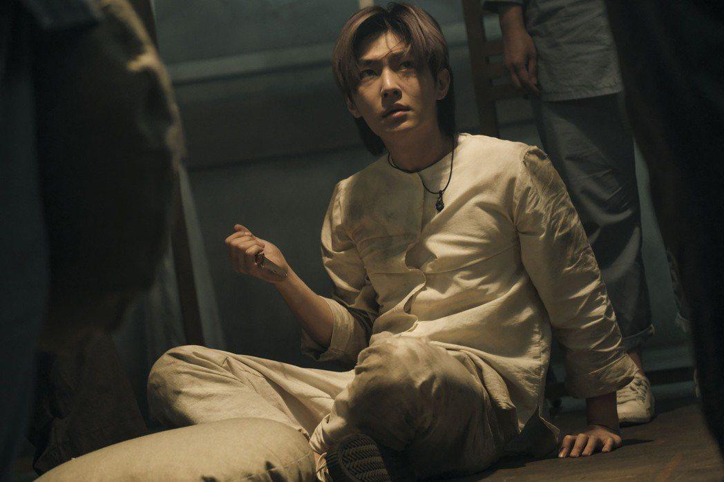 炎亞綸在「我願意」中演出大明星。圖/絡思本娛樂製作公司提供